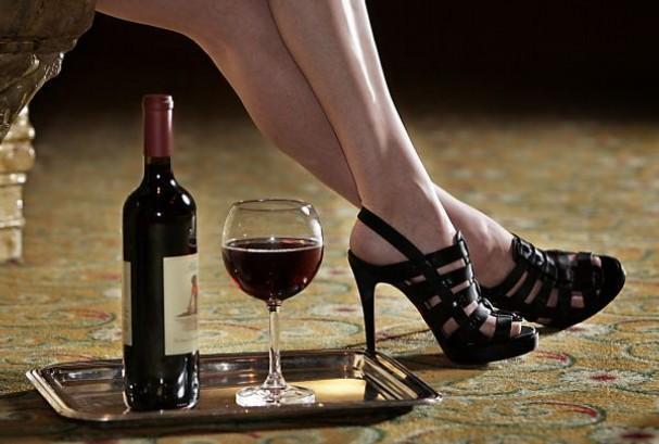 Kết quả hình ảnh cho rượu vang dành cho phụ nữ